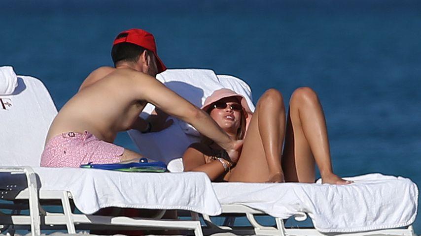 Sofia Richie mit einem Unbekannten, Miami Beach