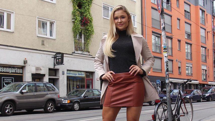 Sophia Thiel: Leder-Mini & Stiefel statt Leggins & Sneakers!