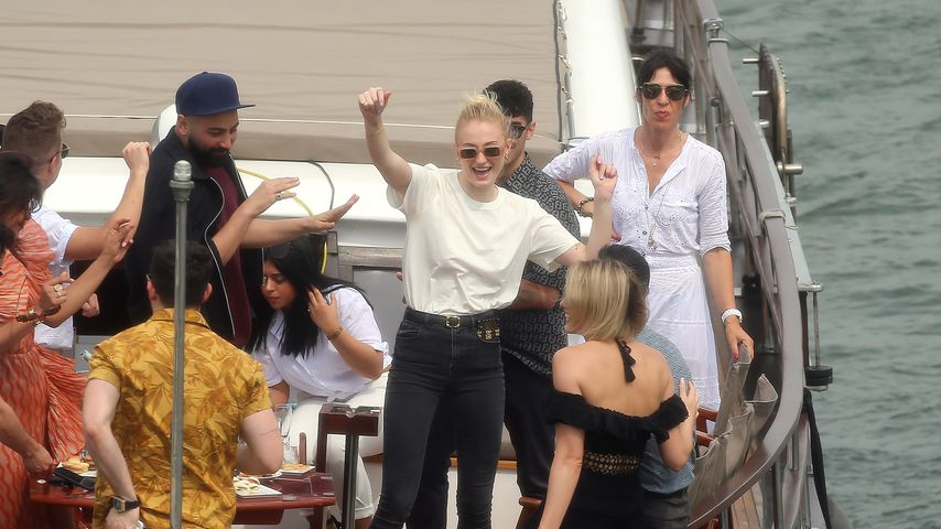Sophie Turner, Nick Jonas, Priyanka Chopra, Joe Jonas und Freunde in Paris