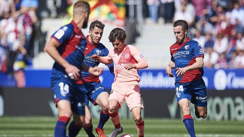 Spieler vom Verein SD Huesca in einem Spiel gegen den FC Barcelona