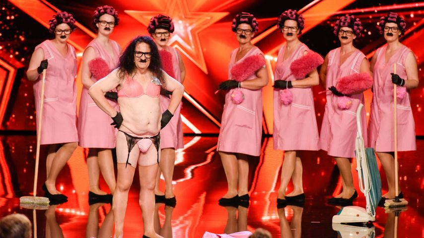 Back in Speck! Bauchrollen-Supertalent kommt mit 7 Mädels