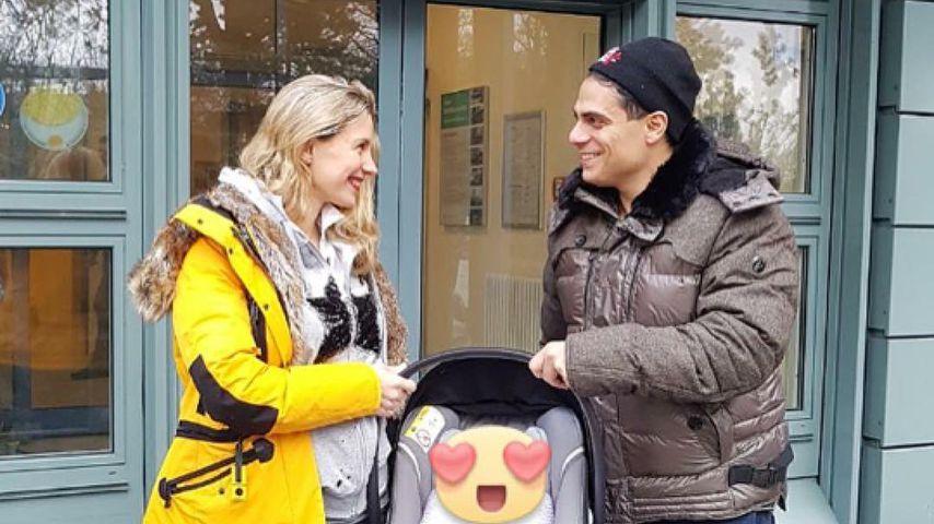 Stefanie Schanzleh und Silva Gonzalez beim Verlassen des Krankenhauses mit Baby Ella Marianna