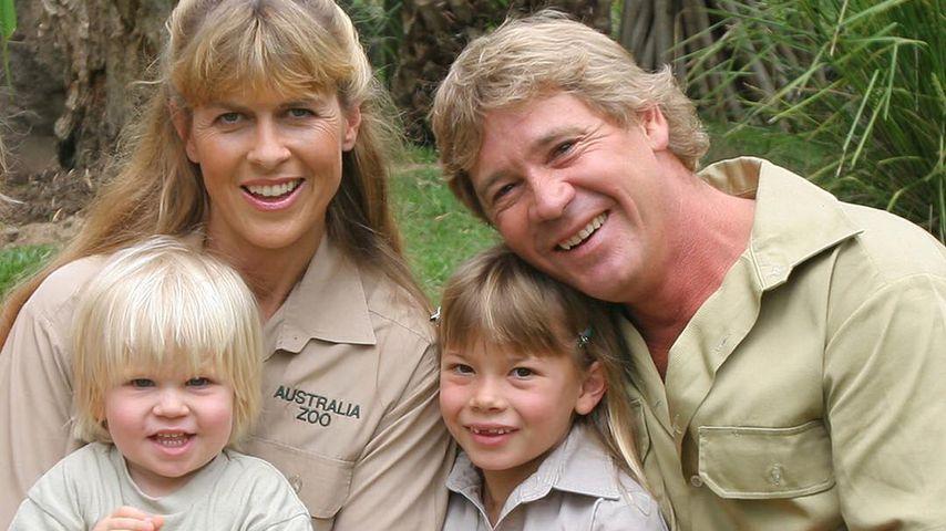 Steve Irwin mit seiner Frau Terri und den beiden gemeinsamen Kindern