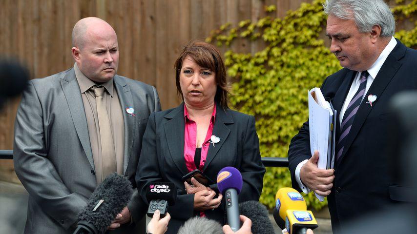 Stuart und Denise Fergus mit ihrem Anwalt Sean Sexton