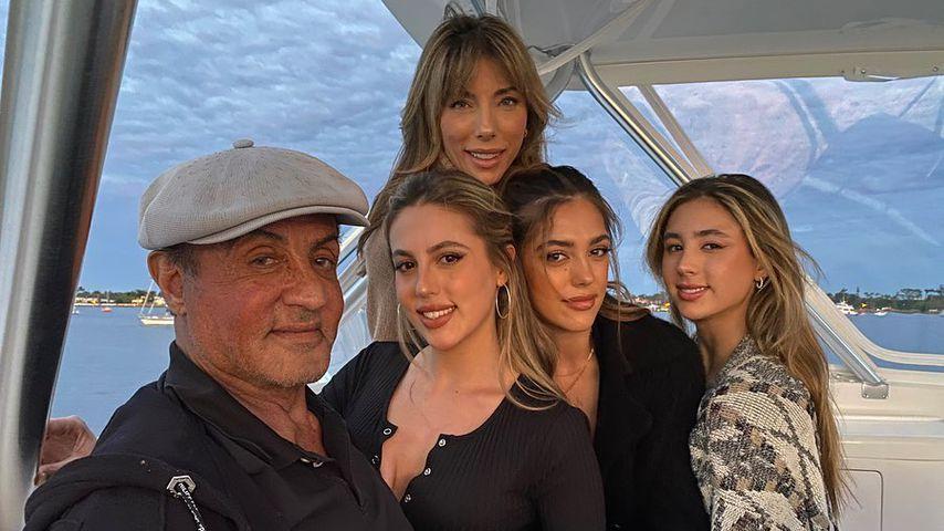 Sylvester Stallone mit seiner Frau und seinen Töchtern