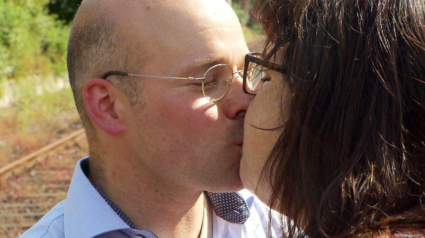 BsF-Kandidat Bernd-Udo küsst Cornelia