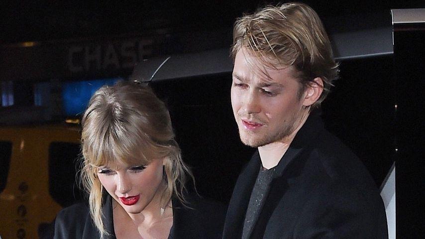 Erwischt! Taylor Swift küsst Joe auf einer Preisverleihung