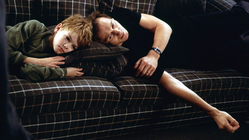 """Thomas Brodie-Sangster und Liam Neeson in """"Tatsächlich... Liebe"""""""