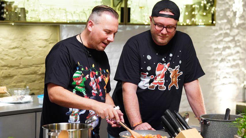 """Tim Raue und Max Strohe beim """"Kitchen Impossible: Weihnachtsspecial"""""""