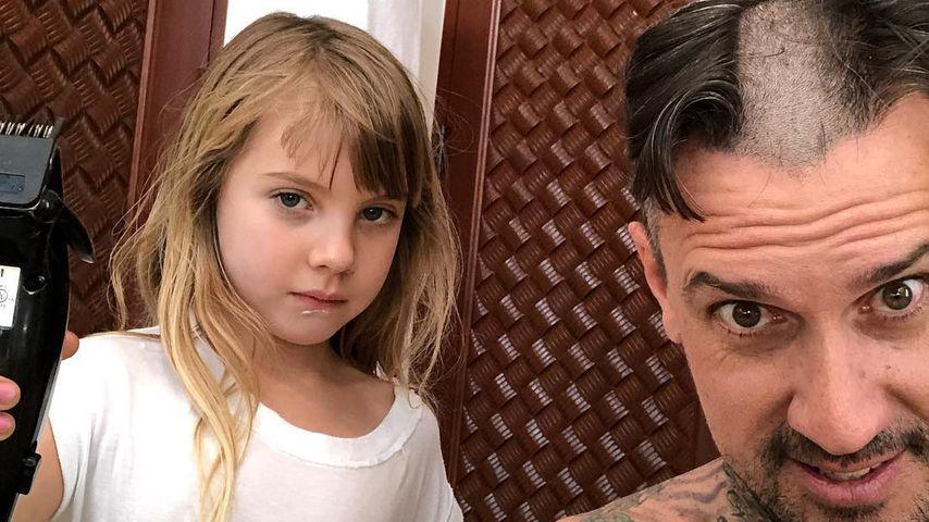 Verschnitten: Pinks Tochter verpasst Papa fragwürdige Frisur