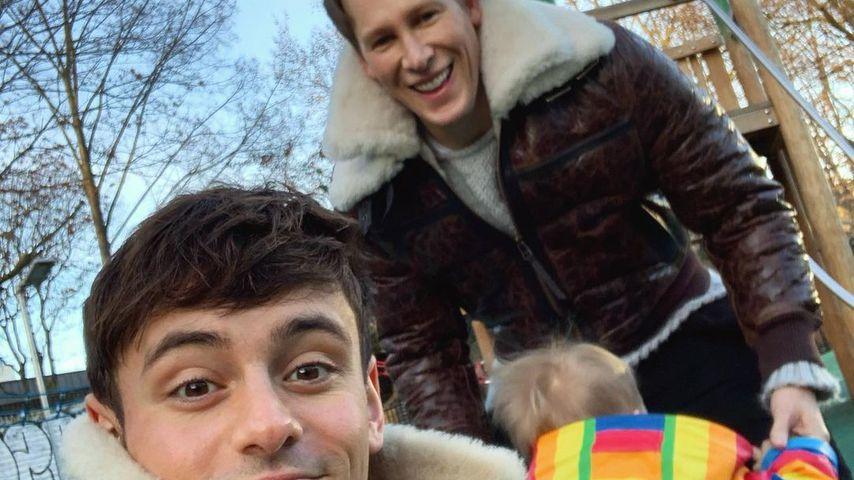Tom Daley mit seinem Mann und dem gemeinsamen Sohn