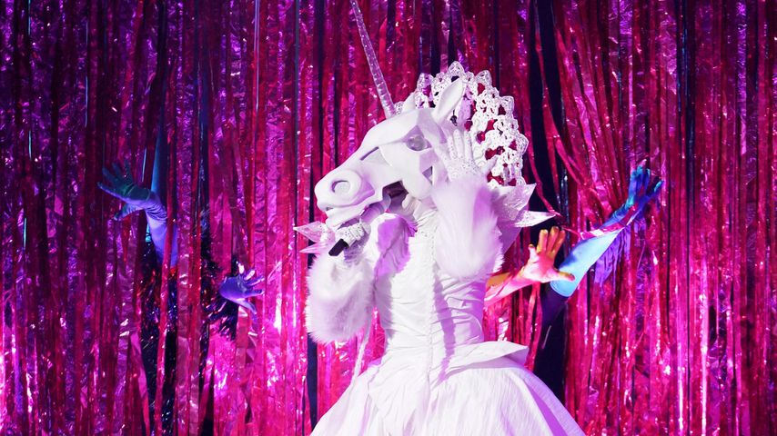 """Tori Spelling als The Unicorn bei """"The Masked Singer"""""""