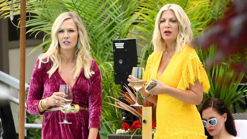 """Jennie Garth und Tori Spelling am Set von """"Beverly Hills, 90210"""""""