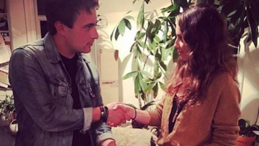 Handy verloren: Finder benutzt Troian Bellisarios Instagram!