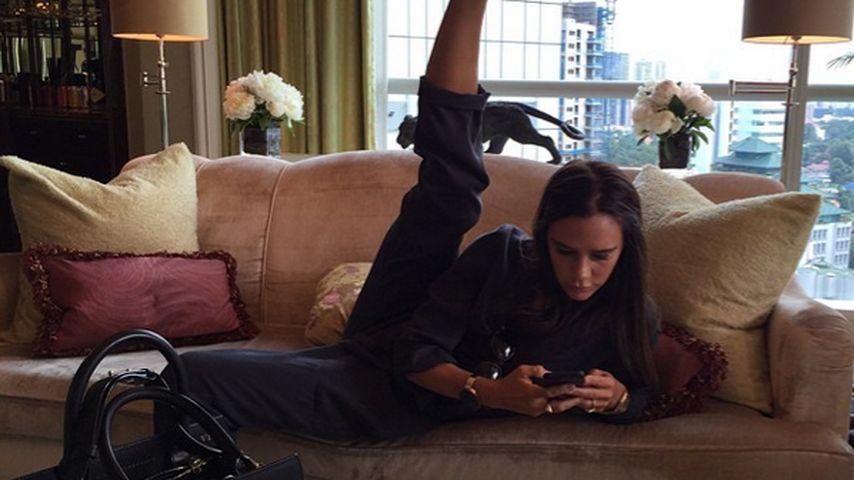 """Hoch das Bein! So """"bequem"""" arbeitet Victoria Beckham"""