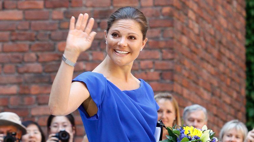 Victoria von Schweden: Zu Oscars Taufe im blauen Kleid?