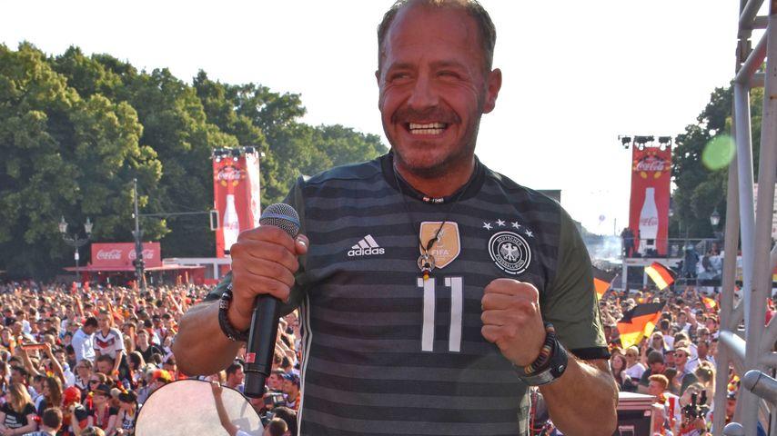 Will Herren beim EM-Spiel Deutschland gegen Nordirland auf der Fanmeile in Berlin