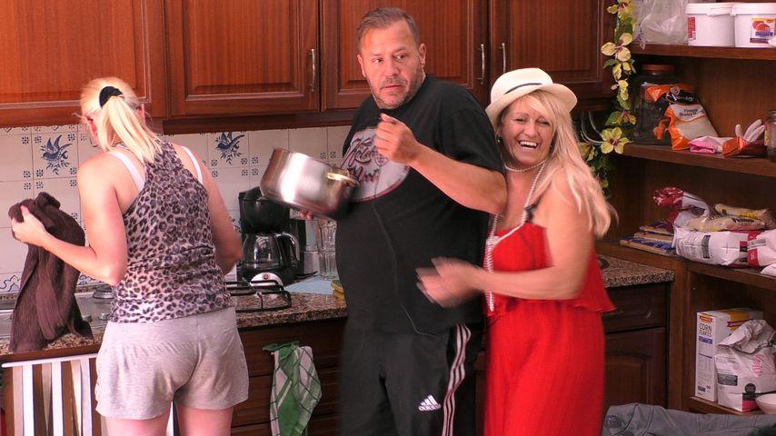 Steffi Bartsch, Willi Herren und Sabrina Lange in der Sommerhaus-Küche