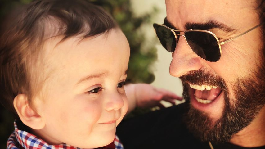 William Kimmel auf Justin Theroux' Arm
