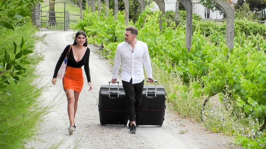 Yeliz Koc und Johannes Haller bei der Ankunft im Sommerhaus