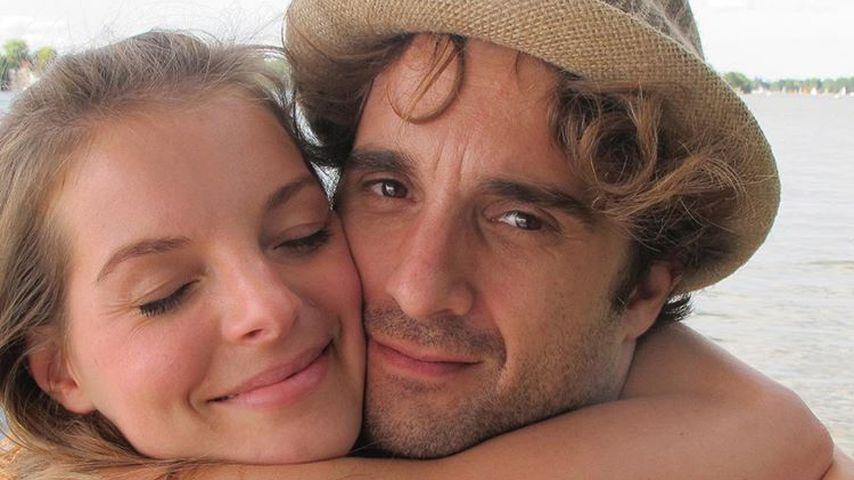 Seltenes Pic! Yvonne Catterfeld kuschelt mit Freund Oliver