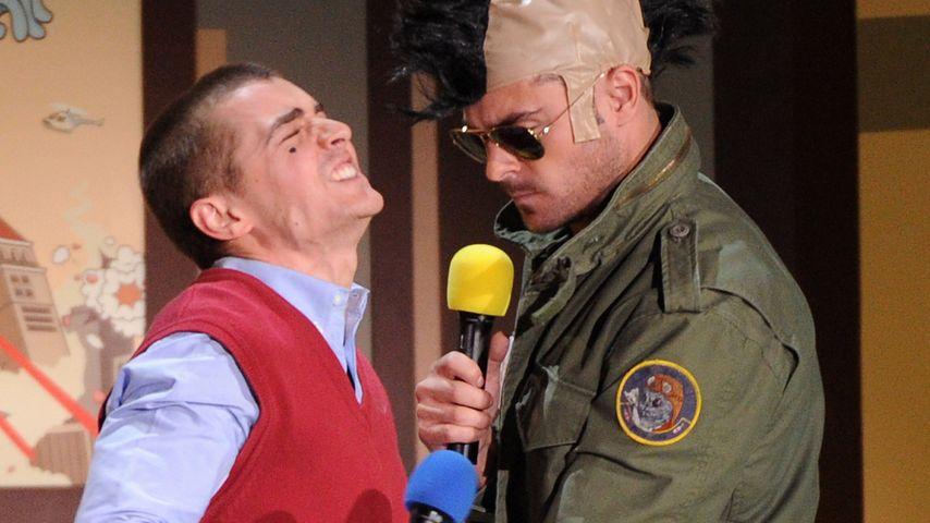 Schritt-Griff: Zac Efron langt bei Dave Franco zu