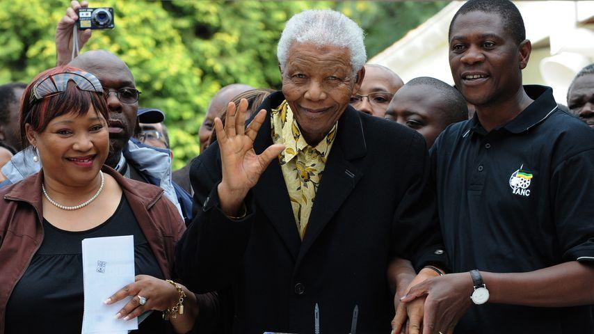Zindzi und Nelson Mandela bei einer Wahl in Johannesburg im April 2009
