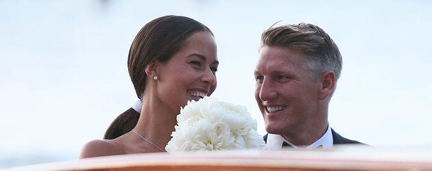 Ana und Bastian Schweinsteiger auf dem Weg zu ihrer Hochzeitsparty