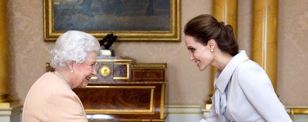 Queen Elizabeth II. und Angelina Jolie