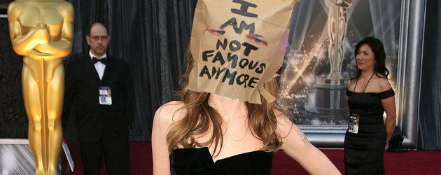 Das Netz macht sich über das Angelina-Bein von 2012 lustig
