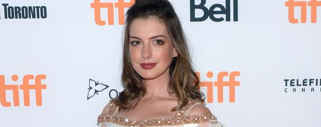 """Anne Hathaway bei der """"Colossal""""-Premiere beim Toronto-Filmfestival"""