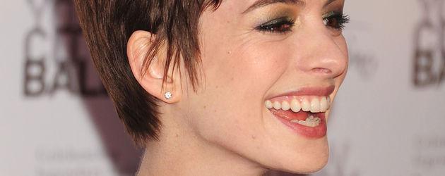 Anne Hathaway heulte tglich bei Nacktszenen COSMOPOLITAN