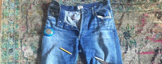 Anne Hathaway teilt ein Bild einer zerschnittenen Hose