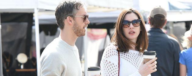 Anne Hathaway und Adam Shulman auf dem Farmer's Market