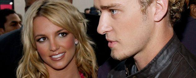 Britney Spears und Justin Timberlake bei den AMAs 2002