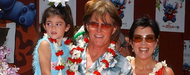 Bruce und Kris Jenner mit ihren Töchtern Kylie und Kendall im Jahr 2000