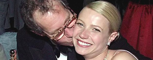 Bruce Paltrow küsst Tochter Gwyneth