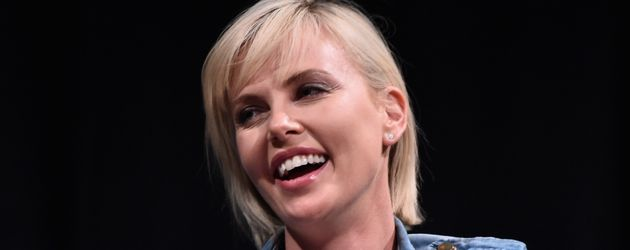 Charlize Theron bei einer Podiumsdiskussion in Hollywood