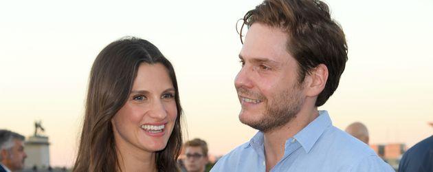 Daniel Brühl und Freundin Felicitas Rombold beim Empfang zur Eröffnung der UFA-Filmnächte in Berlin