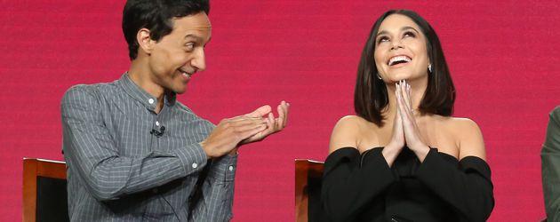 """Danny Pudi und Vanessa Hudgens während der TV-Press-Tour für """"Powerless"""""""