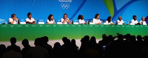 Das Flüchtlingsteam der Olympischen Spiele 2016 bei einer Pressekonferenz