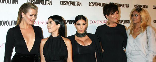Khloe, Kourtney und Kim Kardashian mit Kris und Kylie Jenner