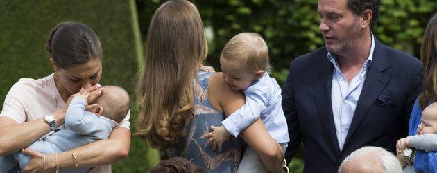 Die komplette schwedische Königsfamilie beim Fototermin