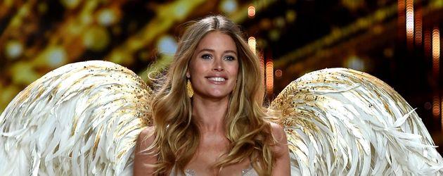 """Doutzen Kroes bei der """"Victoria's Secret""""-Show 2014"""