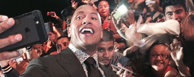 "Dwayne ""The Rock"" Johnson mit Fans"