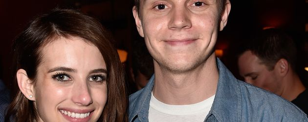 Emma Roberts und Evan Peters 2015