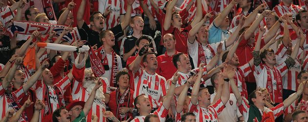 Derry-City-Fans bei einem UEFA-Cup-Spiel in Paris