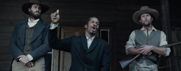 "Armie Hammer (l.), Nate Parker und Jason Warner Smith in ""The Birth of a Nation"""