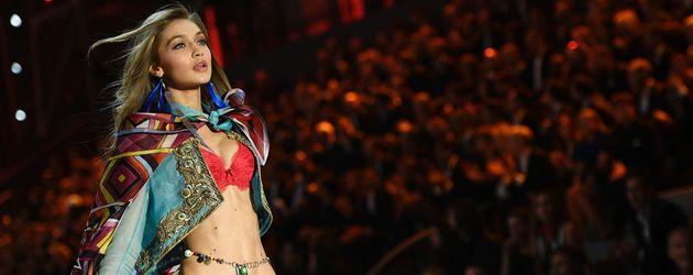 """Gigi Hadid auf der """"Victoria's Secret""""-Fashionshow 2016"""
