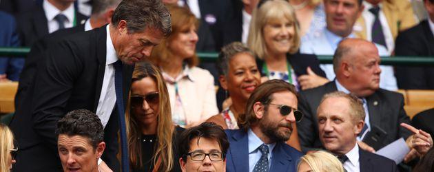 Hugh Grant und Bradley Cooper in Beim Wimbledon-Finale in London, 2017